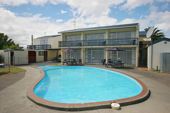Raceway Motel: Enjoy the pool or spa