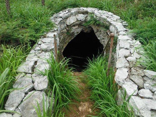 Hatchet Bay Cave: Cave entrance