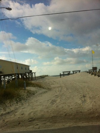 Sanibel Gulf Shores:                   Walking path to beach across the street
