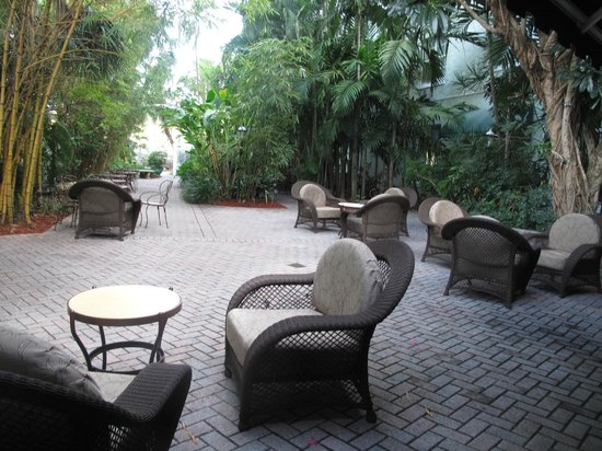 Riverside Hotel:                   Garden area
