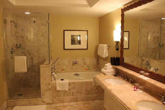 Four Seasons Resort Maui at Wailea:                   Bathroom
