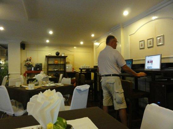 Grand Hotel Pattaya : モーニング(PCコーナー)