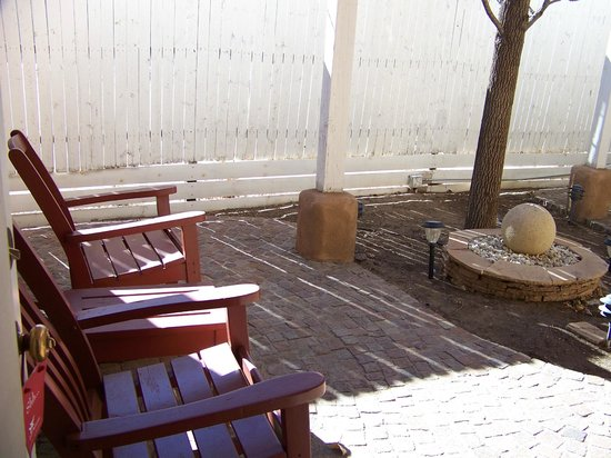 Las Palomas Inn Santa Fe:                   our courtyard with water feature to enjoy the turquoise sky of Santa Fe