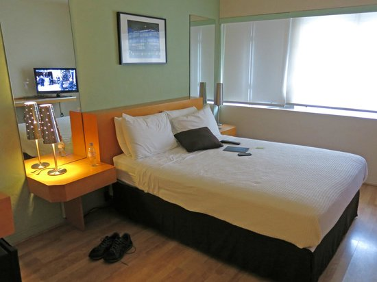 ‪ذا كنت هوتل: Room 221 - stark but comfortable‬