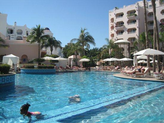 Pueblo Bonito Rose :                   Big, sunny, clean pool!