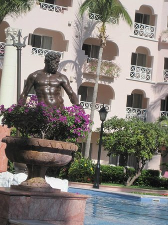 Pueblo Bonito Rose:                   One of many fountains