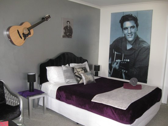 Maroochydore Beach Motel:                   Sleeping with Elvis