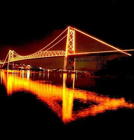 Florianopolis, SC:                   Ponte Hercílio Luz