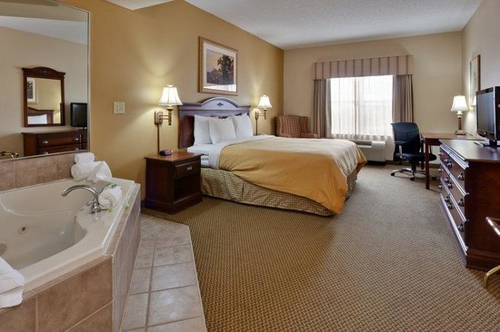 Country Inn & Suites By Carlson, Chattanooga North at Highway 153: CountryInn&Suites ChattanoogaN WhirlpoolSuite