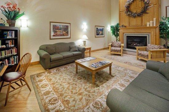 BEST WESTERN Plus Menomonie Inn & Suites: CountryInn&Suites Menomonie Lobby