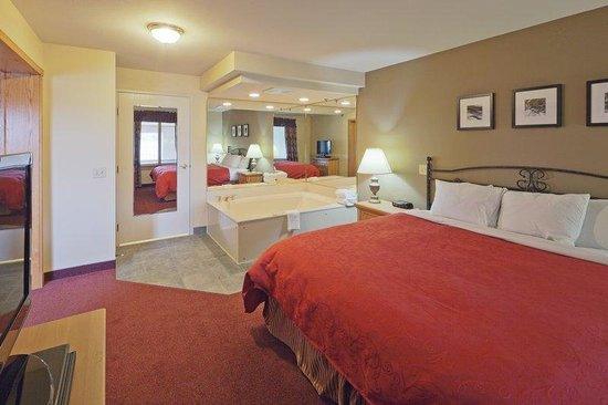 Country Inn & Suites By Carlson, Port Washington: CountryInn&Suites PortWashington  WhirlpoolSte