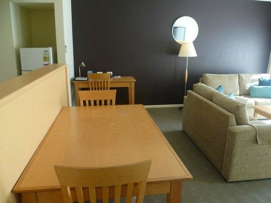 Quest Williamstown North: Nice table & chairs for 2