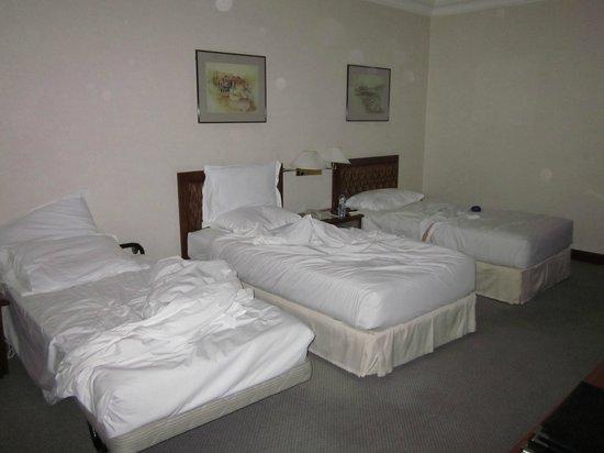 Melia Kuala Lumpur: Triple room, added bed.