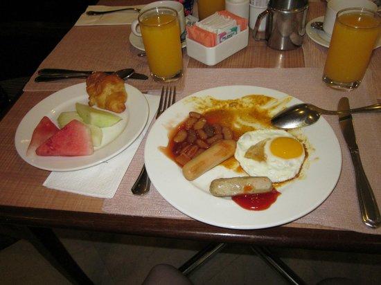 Melia Kuala Lumpur: Buffet Breakfast. Yummy!