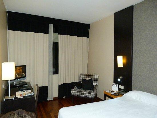 NH Barcelona Eixample: habitación