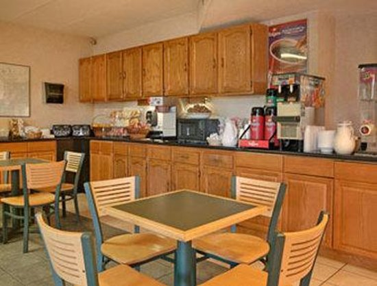 Econo Lodge : Breakfast Area