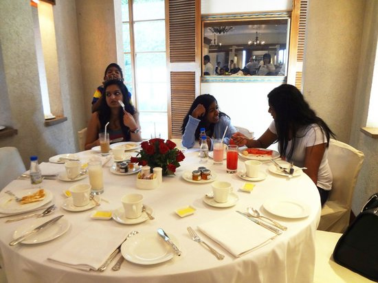 Trident, Nariman Point:                   Breakfast