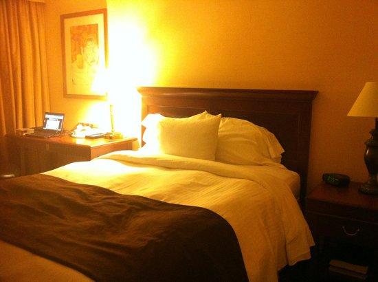 Chelsea Hotel, Toronto: Bed