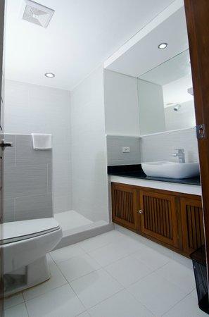 Giulius Boracay Italian Resort: bathroom