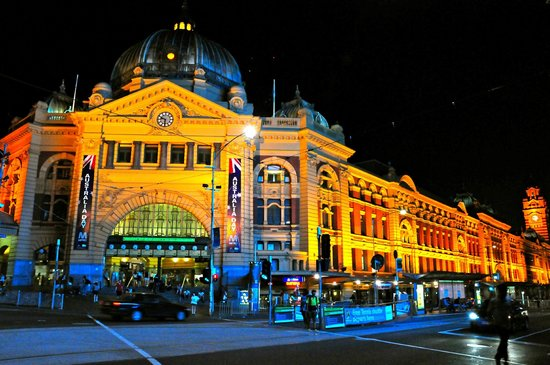 Travelodge Hotel Melbourne Southbank:                   hotel is walking distance to Flinders Street