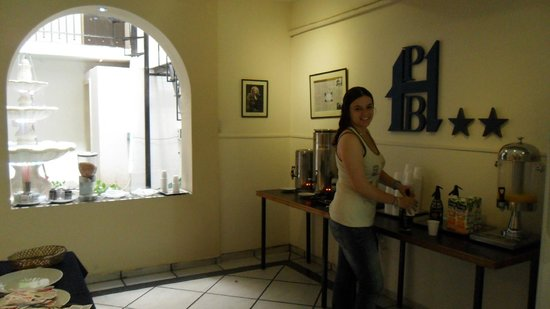 Hotel Puerto Bandera : Tomando el desayuno