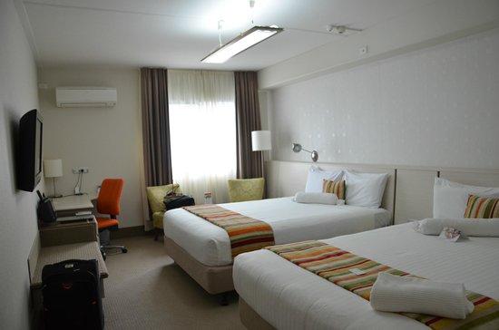 Jet Park Hotel & Conference Centre: Room