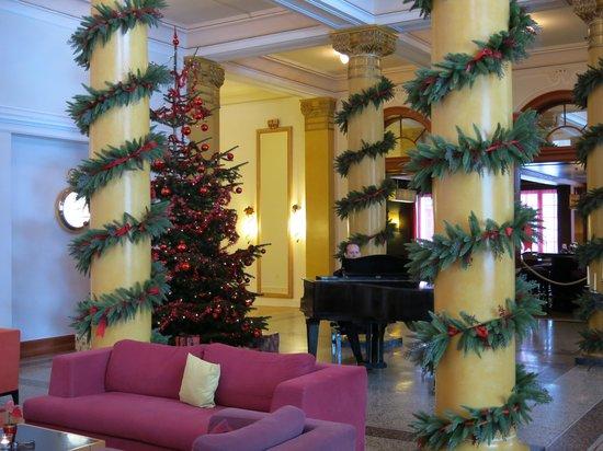 Grand Hotel Waldhaus: Piano Bar at Christmas time