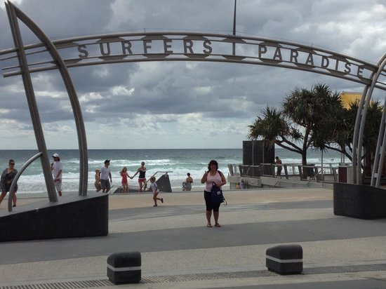 Mantra on View Hotel :                   Surfers Paradise Beach entrance