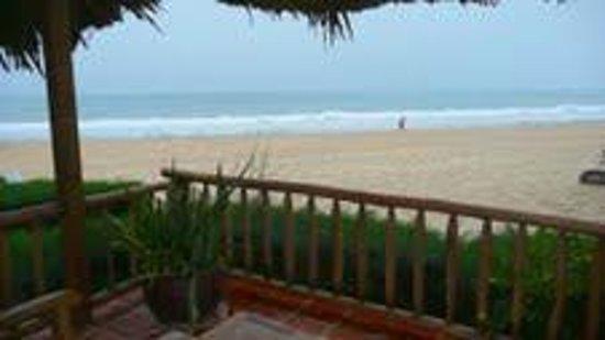 เมีย รีสอร์ท: Bungalow 52 terrace view of beach