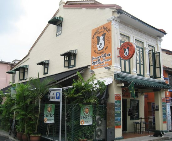 Prince of Wales Backpacker - Boat Quay: 101 Dunlop St.