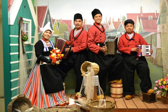 Volendam, The Netherlands: pakaian tradisional hollnd