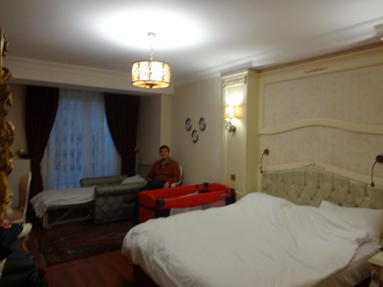Muyan Suites:                   Room