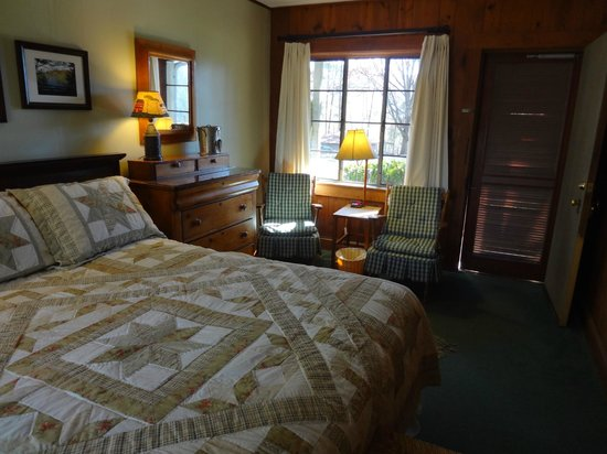 "Hemlock Inn: Our ""cabin"" style room"