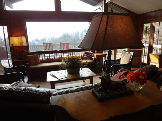 Hemlock Inn: The sitting room and outdoor deck