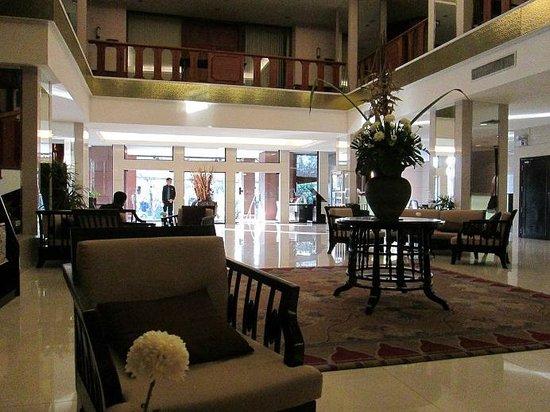 โรงแรมอโมรา ท่าแพ: Lobby