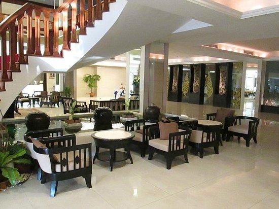 Amora Resort Tapae Chiangmai: Lobby