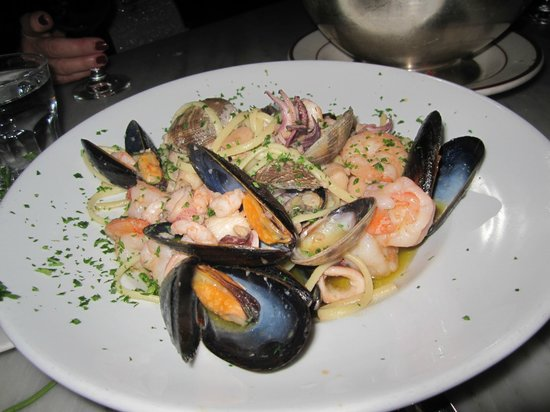 Sotto Mare Oysteria & Seafood: Seafood linguine