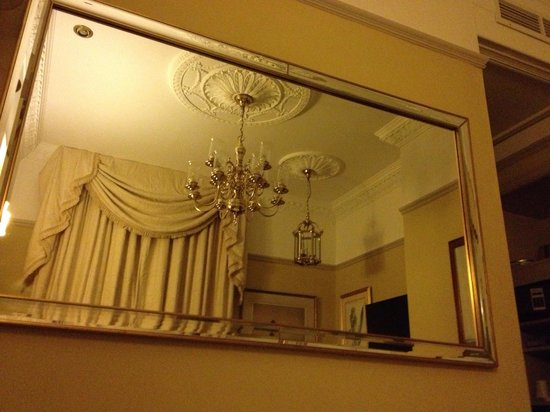 Empire Hotel Llandudno: Mirrors & Chandeliers