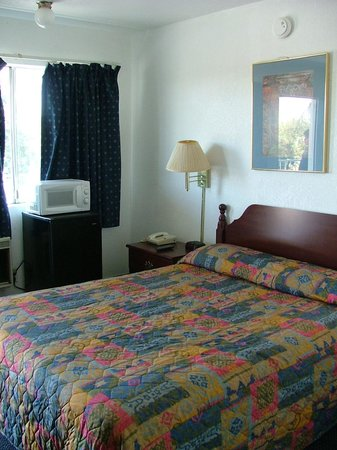 America's Best Inn Modesto :                   Our room