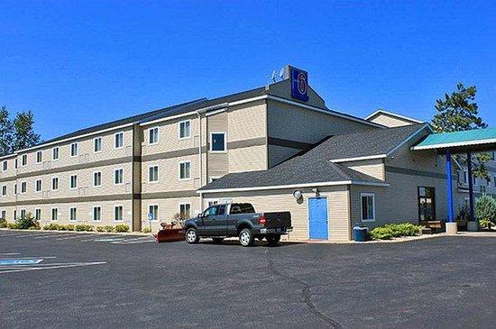 Motel 6 Lake Delton : MExterior