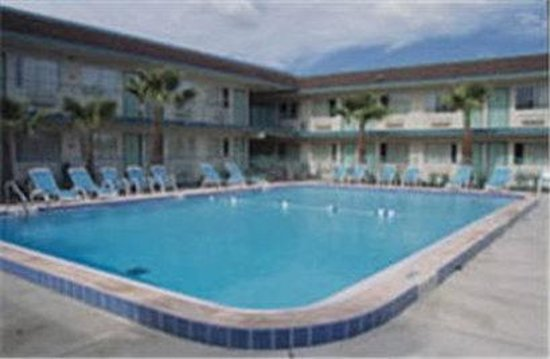 Motel 6 Hilton Head: Outdoor Pool
