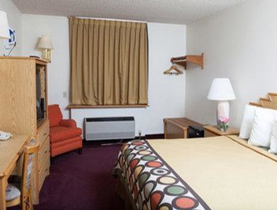 Super 8 Santa Fe: Standard King Bed Room