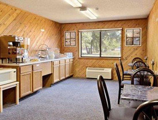 Super 8 Estherville: Breakfast Area