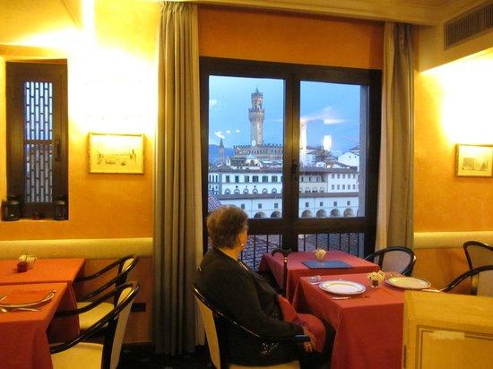 هوتل بيتي بالاس أل بونتي فيكيو: Winebar Pitti Palace 