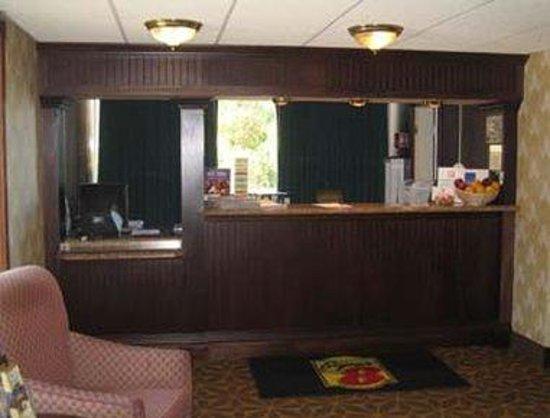 Super 8 Erie/I 90: Lobby