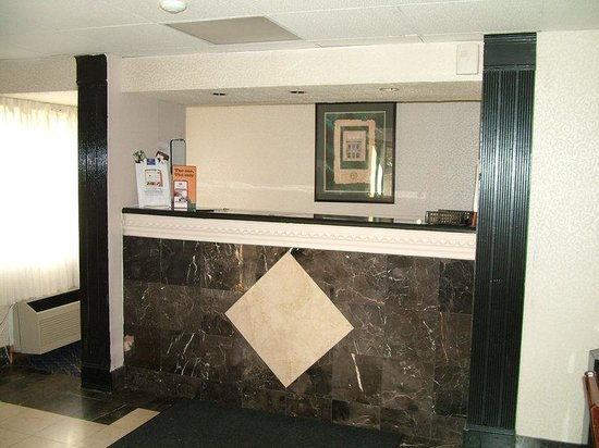 Regency Inn and Suites West Springfield: Front Desk To Check-in
