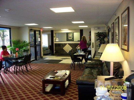 Regency Inn and Suites West Springfield: Guest Computers & Printers