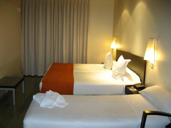 Sercotel Suites Viena: triple room