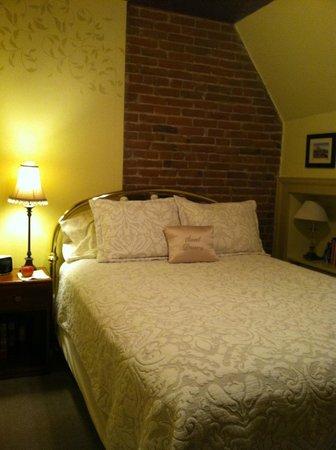 Dove Inn Bed and Breakfast:                   Lovely Red Rocks room