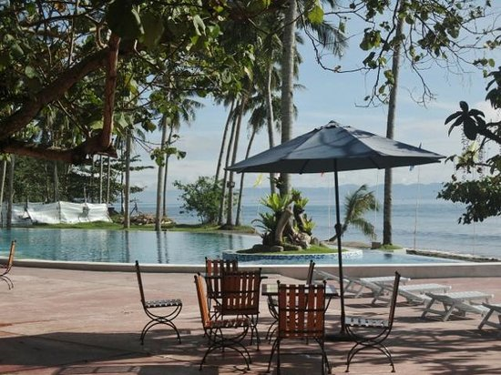 The Oriental Hotel Leyte: infintiy pool by the ocean